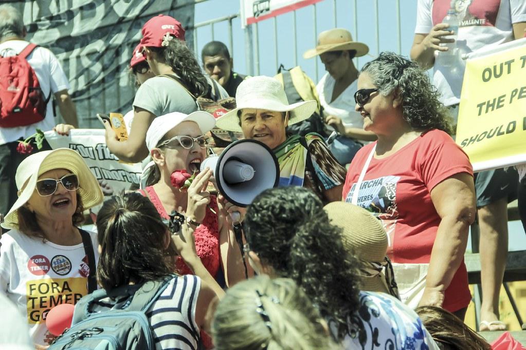 Mulheres representam maioria dos participantes do ato nesta segunda-feira. Foto Mídia Ninja.jpg