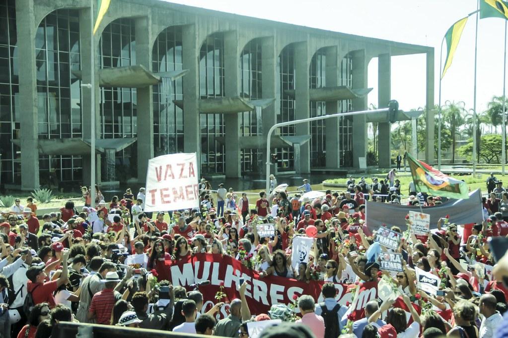 Cerca de 2 mil pessoas participam de ato em frente ao Senado. Foto Mídia Ninja.jpg