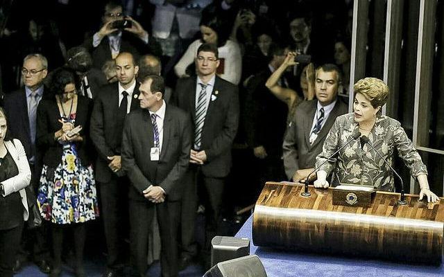"""""""Votem contra o impeachment. Votem pela democracia"""", diz Dilma em sua defesa"""