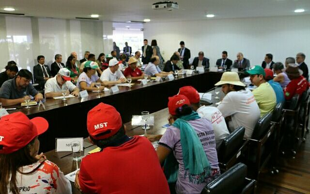 Luta pela democracia segue na pauta de reivindicação dos movimentos ao governo