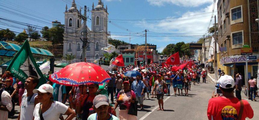 Cinco mil camponeses marcham em Maceió