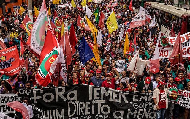 """Com o lema """"Fora, Temer; nenhum direito a menos"""", ato reúne milhares em SP"""