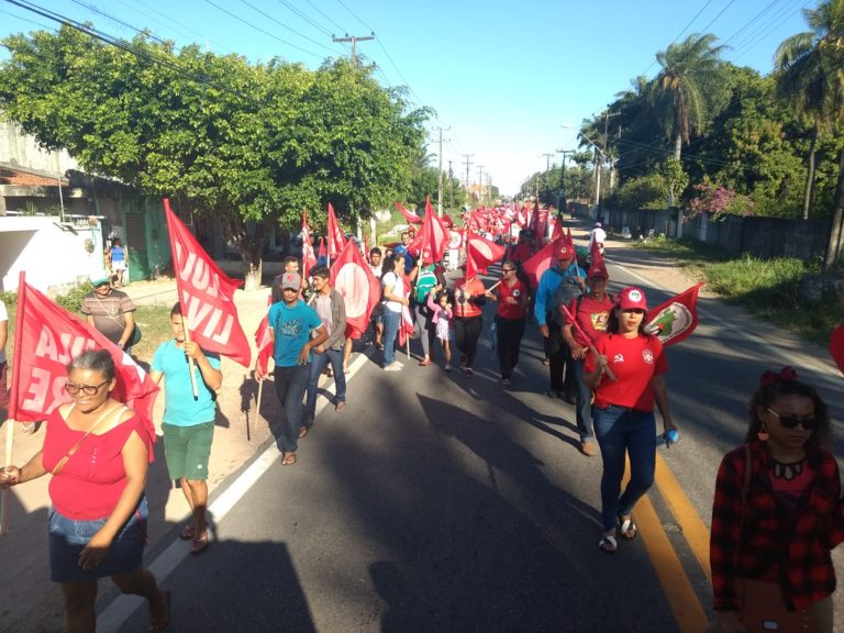 MST realiza marcha por Democracia e Lula Livre