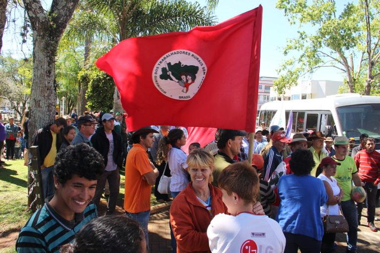 Acampamento Marcelino Chiarello faz vigília no foro de Xanxerê-SC