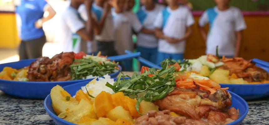 Assentados recebem caminhão refrigerado e fornecerão alimentos para escolas