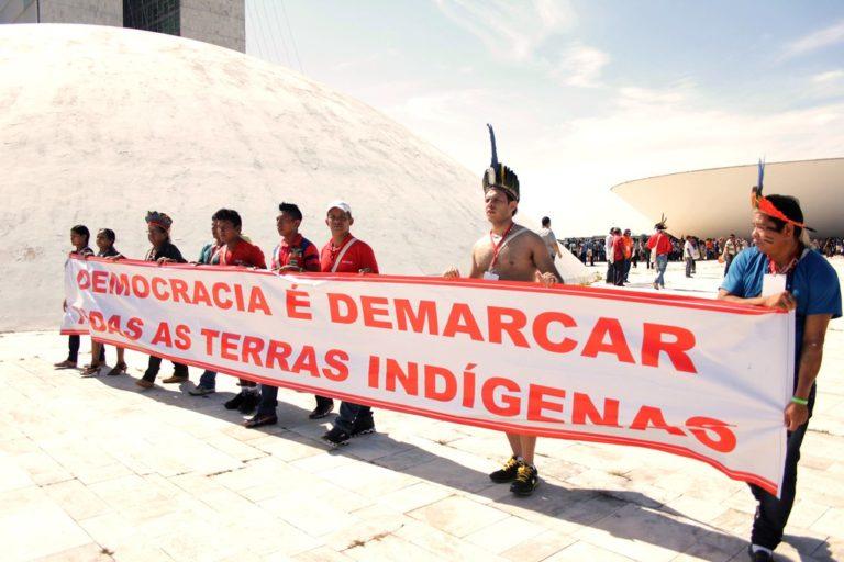 """""""Cardápio"""" da bancada ruralista traz venda de terras a estrangeiros como prioridade"""