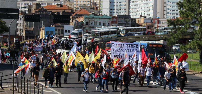 Trabalhadores do campo e da cidade fazem piquetes e caminhadas em Porto Alegre