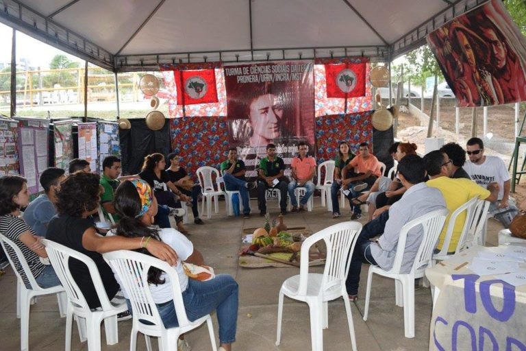 Estudantes de Ciências Sociais debatem agroecologia durante Feira na UFRN