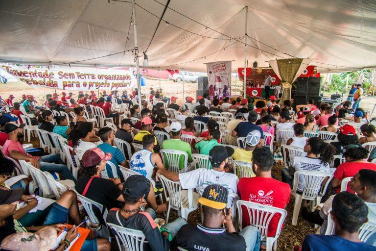 Estudos e debates marcam o segundo dia do Acampamento Nacional da Juventude do MST