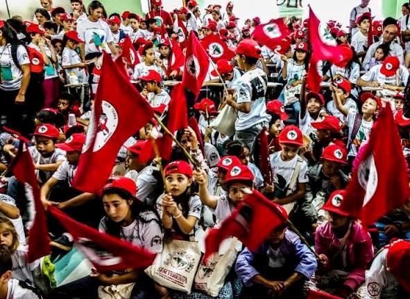 Crianças do MST realizam atos políticos na capital paranaense