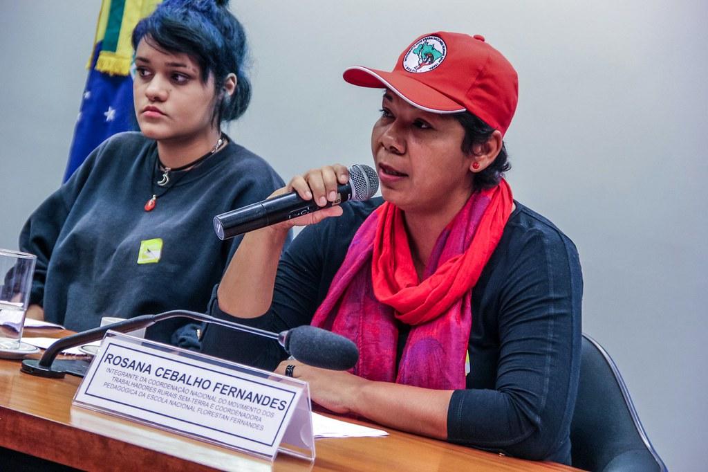 A coordenadora da ENFF, Rosana Cebalho Fernandes, relata em audiência pública a ação da Policia. Foto Mídia Ninja.jpg