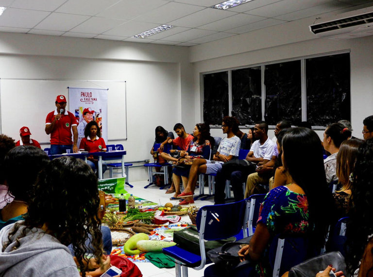 MST leva o debate da agroecologia à Universidade Federal do Sul da Bahia