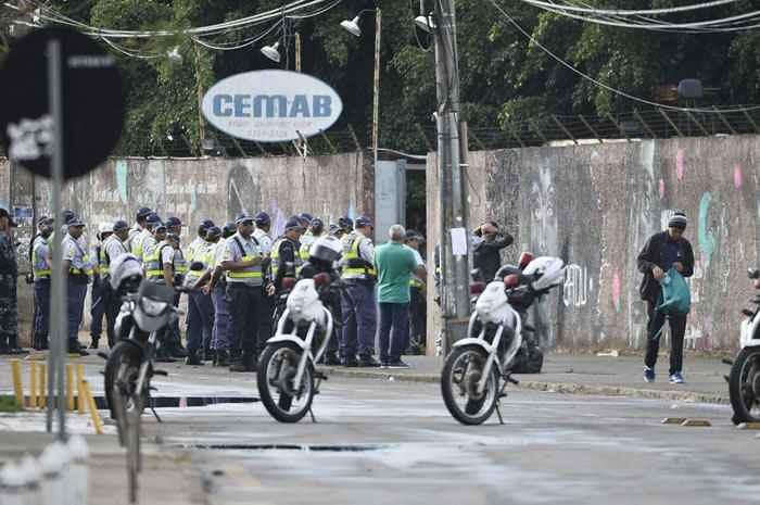 Comanda policial na desocupação da escola em Taguatinha. Foto Correio Brasiliense.jpg