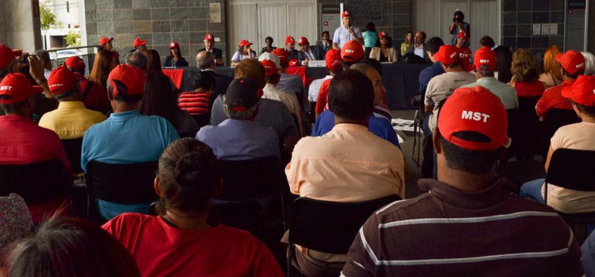 Sem Terra participam de ato sobre desagravo na Assembleia Legislativa de Minas Gerais