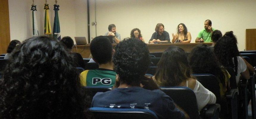 """""""Agitprop: cultura política"""" é lançado na UnB em dia de ocupações contra a PEC do Fim do Mundo"""