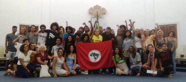 Estudantes de ocupação na UFBA prestam solidariedade ao MST