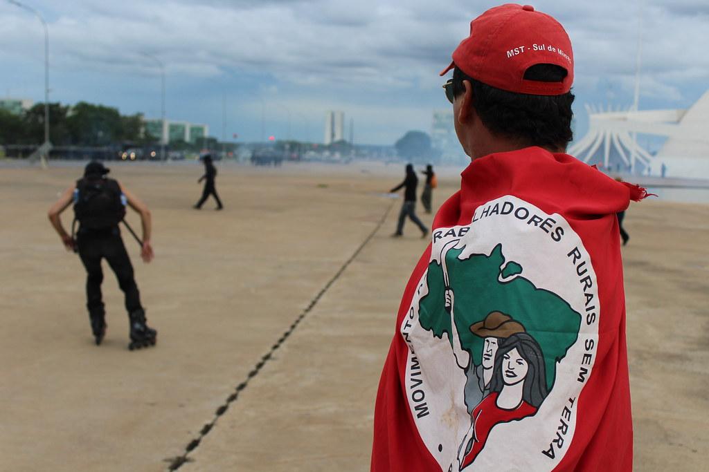 PM do Distrito Federal impede com repressão o acesso dos manifestantes à Esplanada. Foto Lizely Borges.JPG