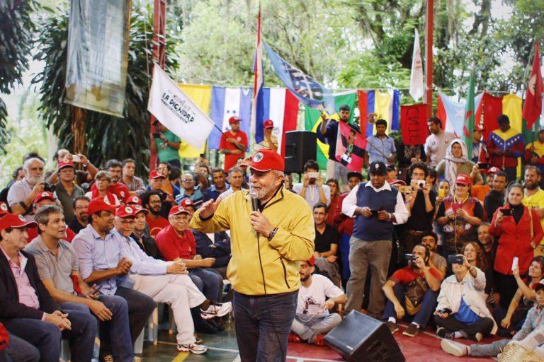 """Campanha defende """"um Brasil justo para todos e para Lula"""""""