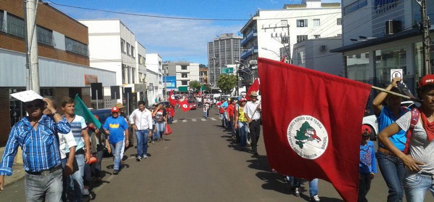 Sem Terra realizam marcha em Santa Catarina