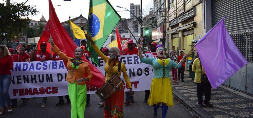 Sem Terra ocupa ruas e fecha BRs contra retrocessos e em defesa das pautas populares