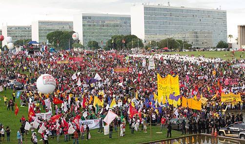 Intensa repressão policial à ato escancara a distância entre o Congresso e população