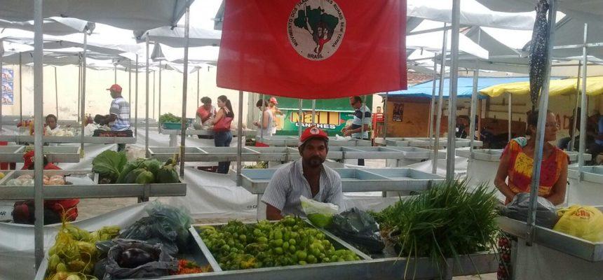 Produtos da Reforma Agrária ocupam às ruas de Medeiros Neto