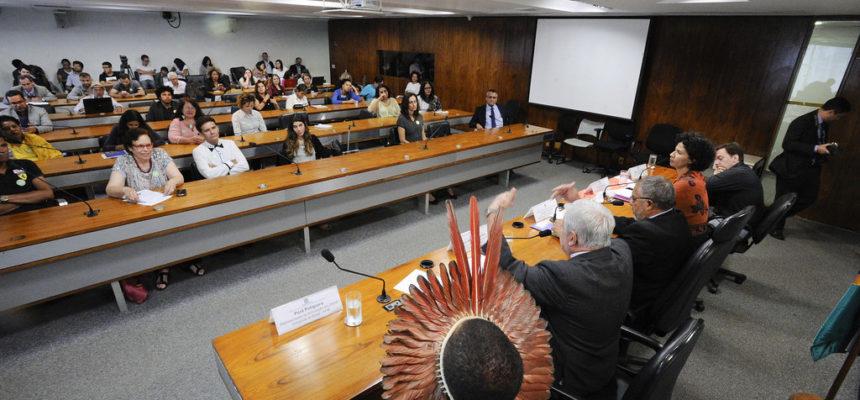 """""""Hoje discutimos violação de direitos humanos, amanhã vamos para a rua sofrer na prática"""", aponta liderança indígena."""