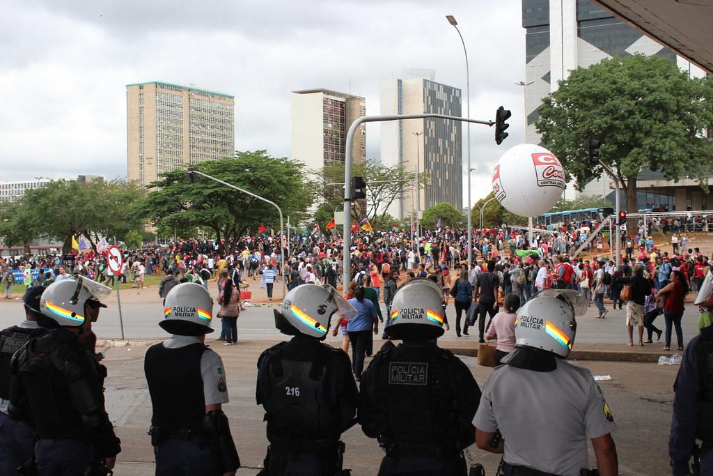 Forte aparato policial foi montato pela Esplanada e rodoviária. Foto Lizely Borges.JPG