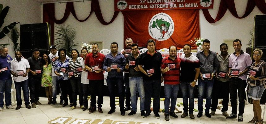 Amigos do MST recebem homenagem pela contribuição na luta popular