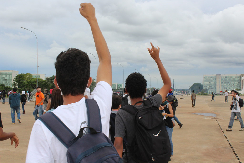 Parte consideravel dos manifestantes eram estudantes secundaristas e universitários. Foto Lizely Borges.JPG