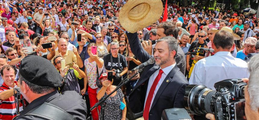 Edegar Pretto recebe posse popular ao ser eleito presidente da AL/RS