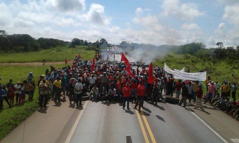 MST tranca a BR 262 em Minas Gerais