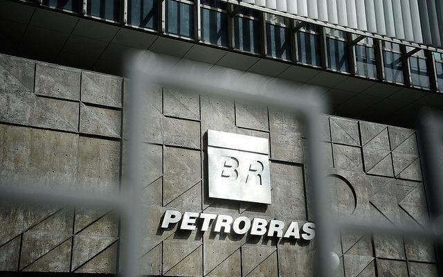 Em surdina, mais um ataque à Petrobras