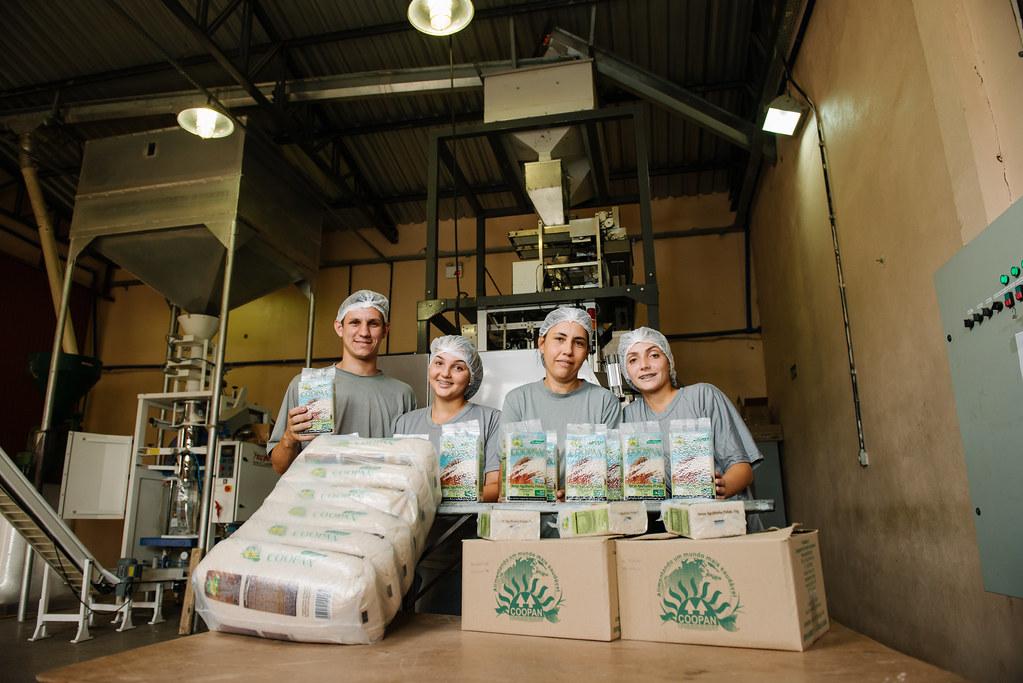 A Coopan é uma das cooperativas do MST que faz o beneficiamento do arroz orgânico. Foto Alex Garcia.jpg