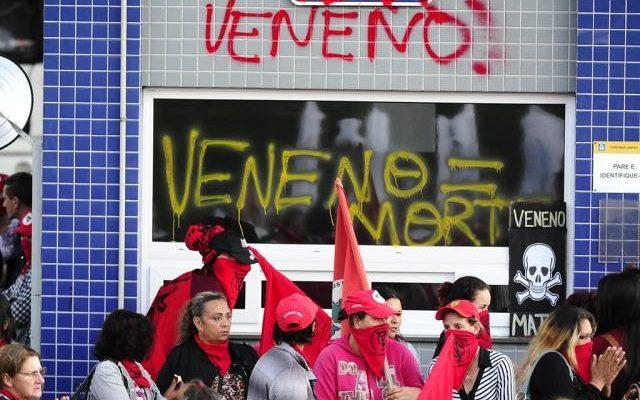 Trabalhadoras do campo e da cidade realizam marcha em Porto Alegre