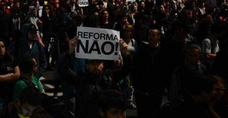 Reformar e deseducar