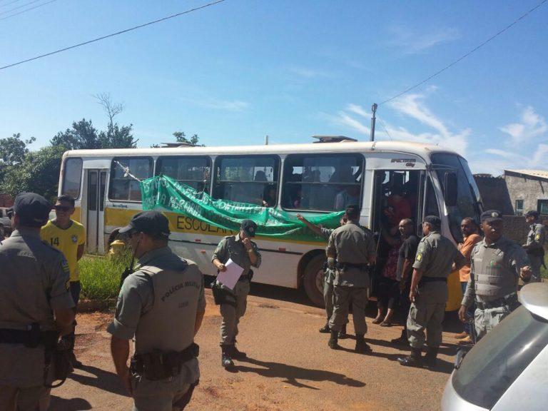 Camponesas são encarceradas em ônibus em Formosa de Goiás