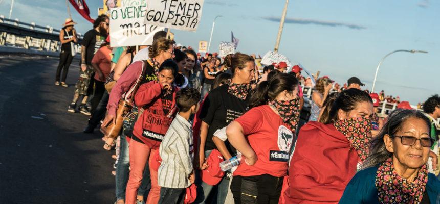 Em Porto Alegre, mulheres fazem caminhada contra o desmonte da Previdência