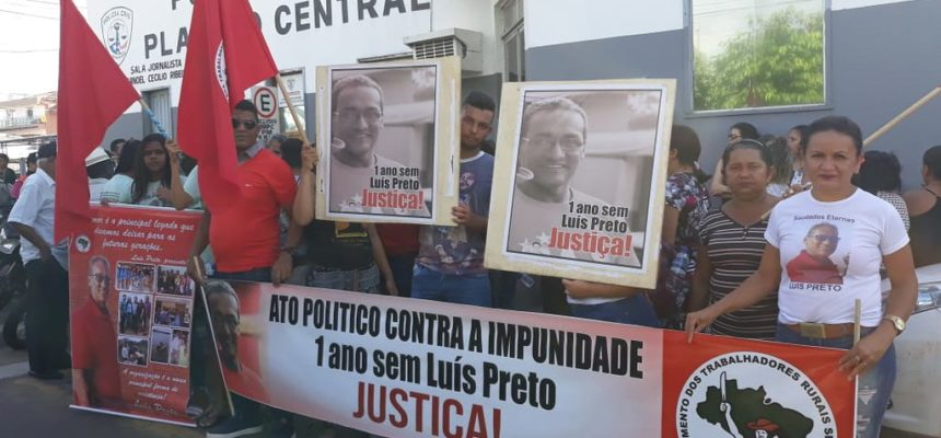 Protestos e homenagens marcam um ano do assassinato de Luis Preto