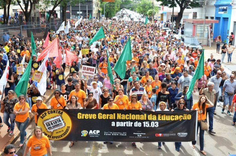 milhares de pessoas se manifestam em Mato Grosso do Sul