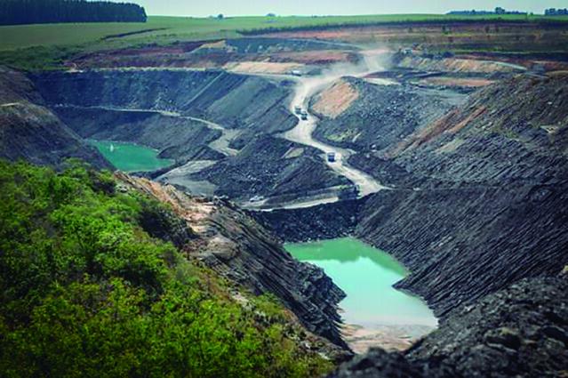 Extração de carvão no RS - impacto ambiental e social e ínfma geração de empregos. Foto Jornal Extra Classe.jpg