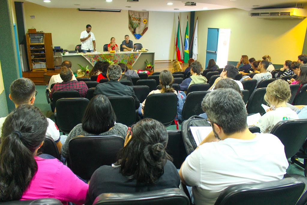 Discussão sobre a questão agrária na atual conjuntura brasileira marcou a abertura da Jura. Foto - Maiara Rauber..jpg