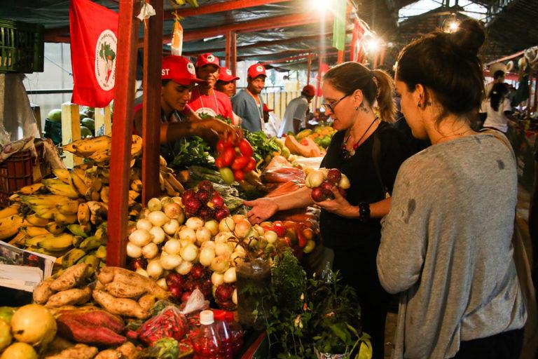 """""""As feiras são resultado de um processo organizativo do MST e um traço muito forte da cultura do nosso povo"""""""