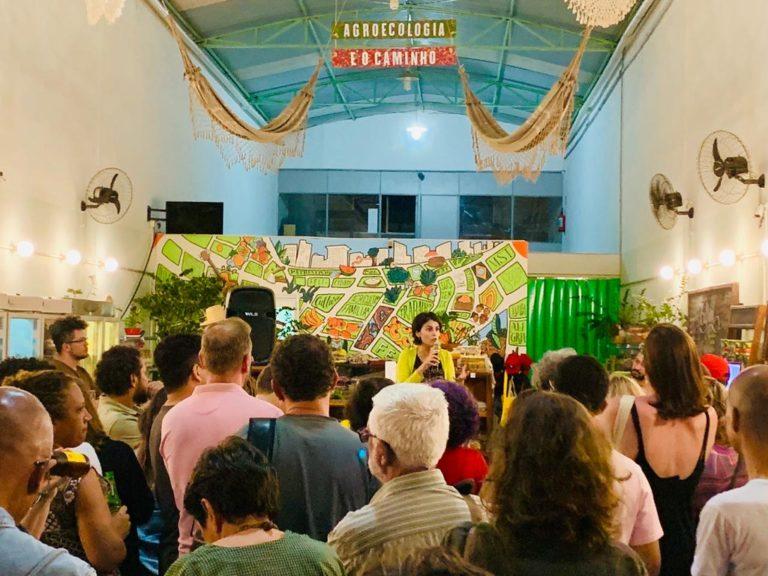 Manuela d'Avila lança Revolução Laura no Armazém do Campo-SP