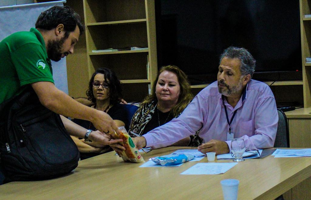 Na reunião foi discutido a importância da alimetação saudável para os educandos. Foto Maiara Rauber.jpg