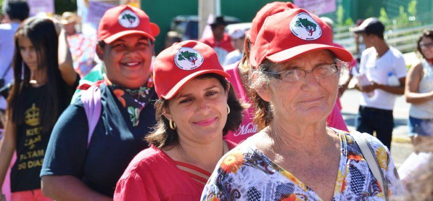 Mulheres tomam as ruas de Campo Grande