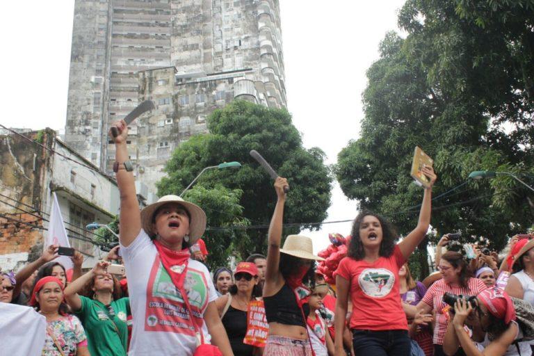 Mulheres marcham em Belém contra a reforma da previdência