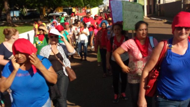Mulheres do Norte Pioneiro do Paraná protestam contra o governo golpista