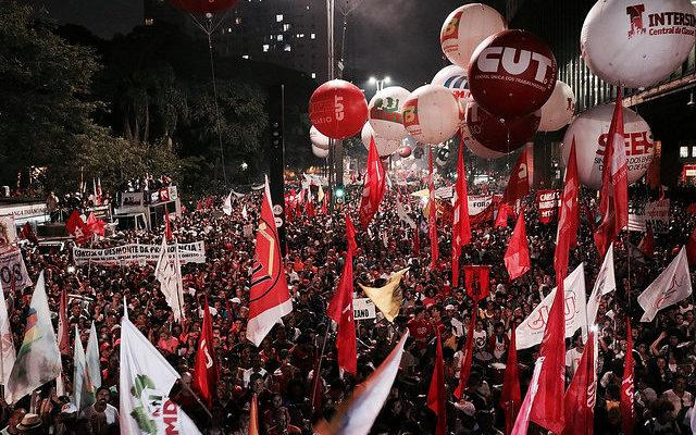 Após aprovação da terceirização, CUT indica greve geral em abril
