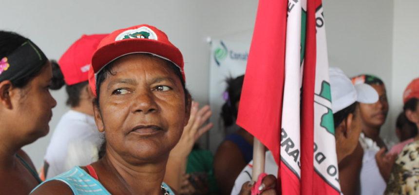 Contra a Reforma da Previdência, superintendência do INSS em Maceió é ocupado por mulheres